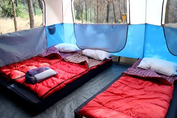 Wir kamen in einen sehr sauberen und schön herrichteten Zelt unter.