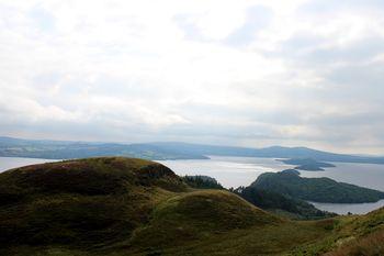 Loch Lomond vom Conic Hill aus fotografiert.