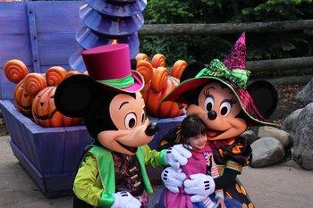 Kinderträume werden wahr, wenn man mit Mickey, Pluto oder Donald Duck ein Foto macht.