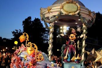 Die tägliche Parade ist ein Highlight und versprüht eine magische Atmosphäre.