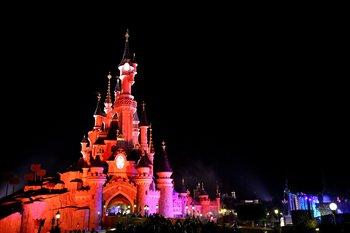 Das Schloss ist abends sehr stimmungsvoll beleuchtet