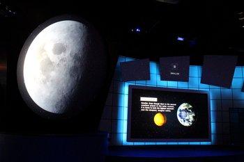 Riese Bildschirme im Journey To Mars